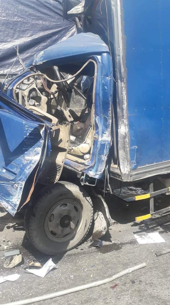 Tai nạn liên hoàn 5 xe trên Xa Lộ Hà Nội, ít nhất 2 người thương vong ảnh 4