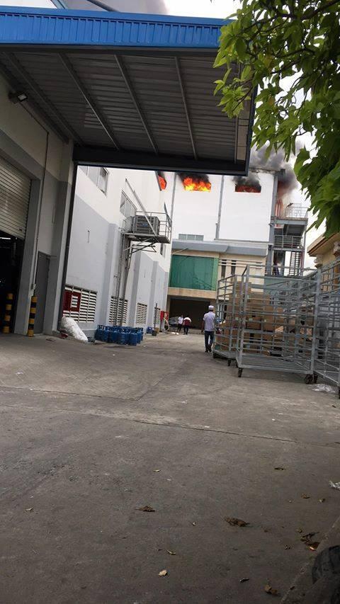 Cháy lớn ở công ty sản xuất bánh kẹo trong Khu công nghiệp Sóng Thần ảnh 3
