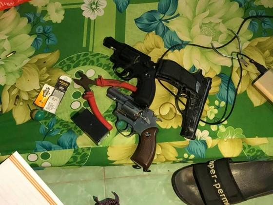 Khởi tố các đối tượng dùng súng cướp tiệm vàng ở huyện Hóc Môn ảnh 5