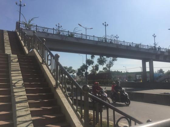 Điều tra nguyên nhân nữ sinh tử vong trên cầu bộ hành Suối Tiên ảnh 1