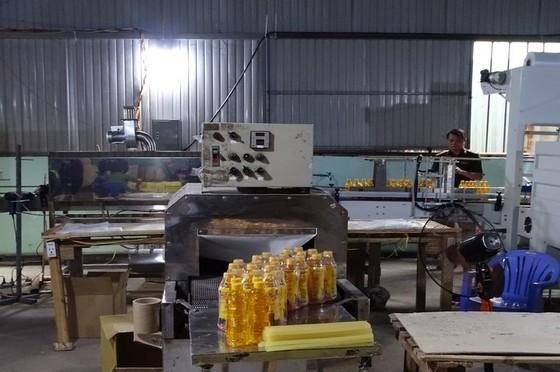 Bắt chủ cơ sở chứa gần 1.600 thùng nước ngọt Number One giả ảnh 2