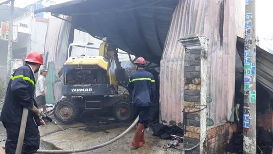 Cháy lớn ở nhà xưởng chứa vải huyện Hóc Môn, nhiều người hoảng sợ ảnh 4