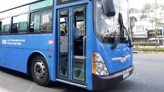 Triệu tập 1 số thanh niên chặn xe buýt đập phá ở trước Gigamall ảnh 3