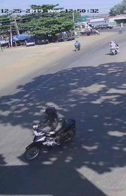 Công bố hình ảnh đối tượng bịt mặt dùng súng khống chế nữ Bí thư Huyện ủy Lộc Ninh cướp tiền ảnh 1