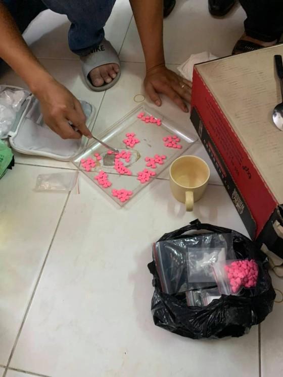 Bắt giữ 2 đối tượng mua bán vận chuyển 3,4 kg ma túy cùng 400 viên thuốc lắc ảnh 1