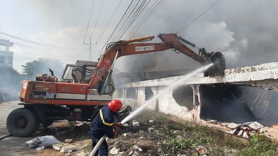 Cháy lớn ở Công ty gỗ Lâm Dương - Tân Uyên, Bình Dương ảnh 1