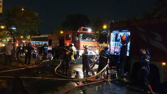 Cháy xe khách, giao thông ùn ứ kéo dài ở quận Tân Bình ảnh 2