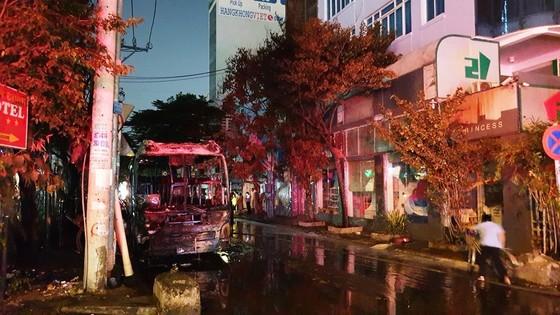 Cháy xe khách, giao thông ùn ứ kéo dài ở quận Tân Bình ảnh 3