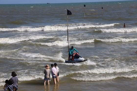 Cứu thành công 36 du khách lọt ao xoáy trên vùng biển Vũng Tàu ảnh 2