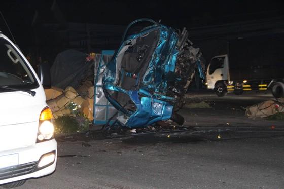 Xe khách tông xe tải lao vào nhà dân, 1 người tử vong, 5 người bị thương ảnh 1