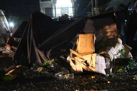 Xe khách tông xe tải lao vào nhà dân, 1 người tử vong, 5 người bị thương ảnh 4