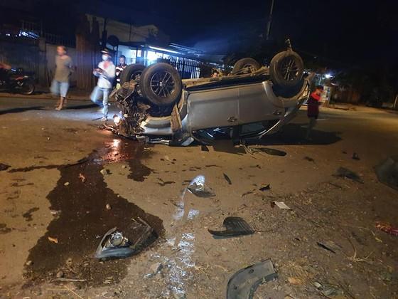 Xe ô tô tông vào gốc cây, 1 người chết, 6 người bị thương nặng ảnh 2