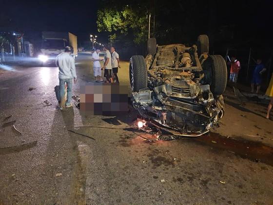 Xe ô tô tông vào gốc cây, 1 người chết, 6 người bị thương nặng ảnh 1