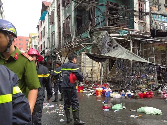 Cháy ở chợ Hạnh Thông Tây quận Gò Vấp, nhiều người thoát chết ảnh 1