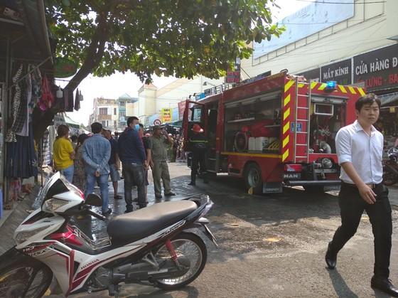 Cháy ở chợ Hạnh Thông Tây quận Gò Vấp, nhiều người thoát chết ảnh 2