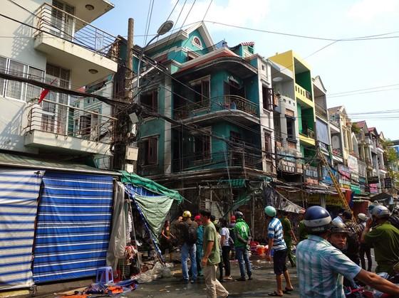 Cháy ở chợ Hạnh Thông Tây quận Gò Vấp, nhiều người thoát chết ảnh 3