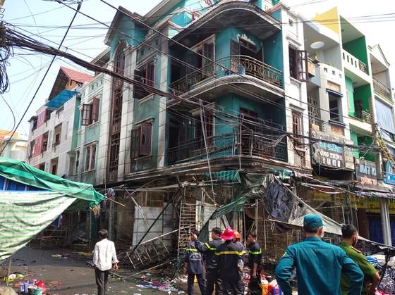Cháy ở chợ Hạnh Thông Tây quận Gò Vấp, nhiều người thoát chết ảnh 4