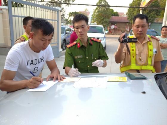 Cục CSGT Bộ Công an phát hiện gần 25.000 gói thuốc lá lậu trên cao tốc TPHCM- Long Thành - Dầu Giây ảnh 2
