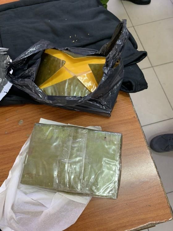 Hành trình phá đường dây ma tuý ở trung tâm TPHCM thu 50 bánh heroin, 35kg ma tuý đá... ảnh 2