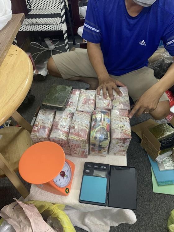 Hành trình phá đường dây ma tuý ở trung tâm TPHCM thu 50 bánh heroin, 35kg ma tuý đá... ảnh 5