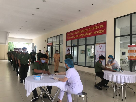 Công an TPHCM tình nguyện hiến 1.000 đơn vị máu cứu người ảnh 2