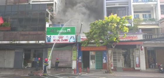 Cháy ở căn nhà trên đường Cách Mạng Tháng 8, quận 3 ảnh 1