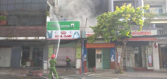 Cháy ở căn nhà trên đường Cách Mạng Tháng 8, quận 3 ảnh 2
