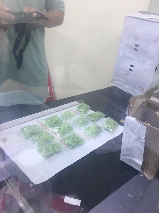 Triệt phá băng nhóm buôn bán ma tuý lớn ở TPHCM, thu hơn 10kg ma tuý đá ảnh 4