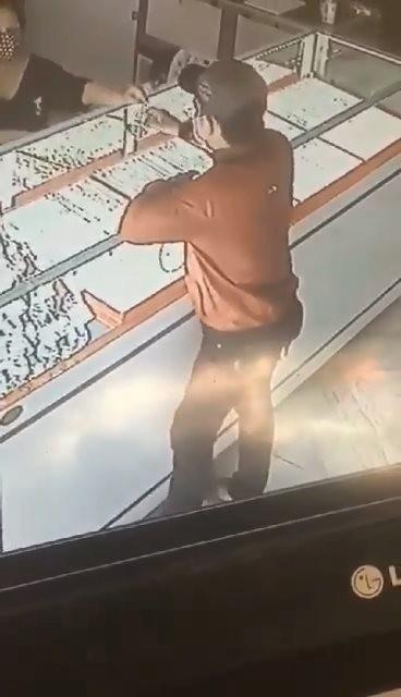 Nghi phạm cướp tiệm vàng ở huyện Củ Chi đã bị bắt ảnh 1