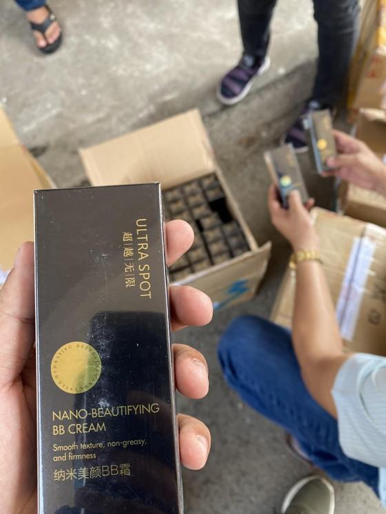 Phát hiện kho chứa hơn 5.000 hộp mỹ phẩm không rõ nguồn gốc xuất xứ ở TPHCM ảnh 2