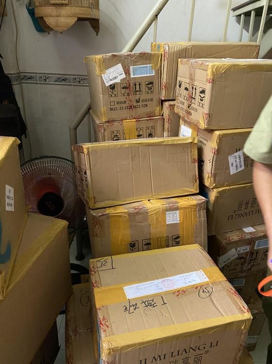 Phát hiện kho chứa hơn 5.000 hộp mỹ phẩm không rõ nguồn gốc xuất xứ ở TPHCM ảnh 1