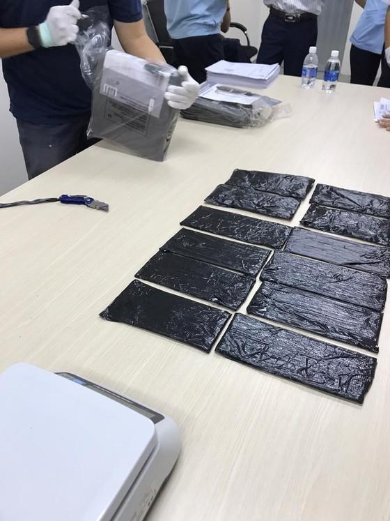 Hơn 18 kg thuốc lắc và cần sa được vận chuyển qua đường bưu điện từ châu Âu về Việt Nam ảnh 2