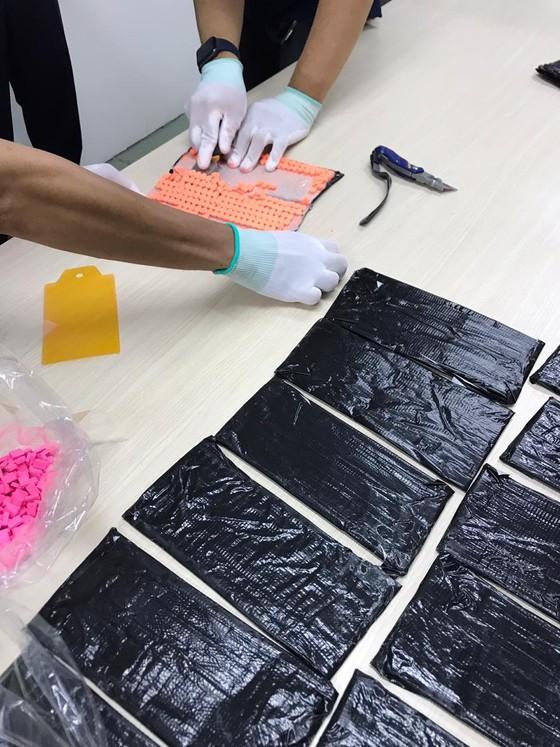 Hơn 18 kg thuốc lắc và cần sa được vận chuyển qua đường bưu điện từ châu Âu về Việt Nam ảnh 4
