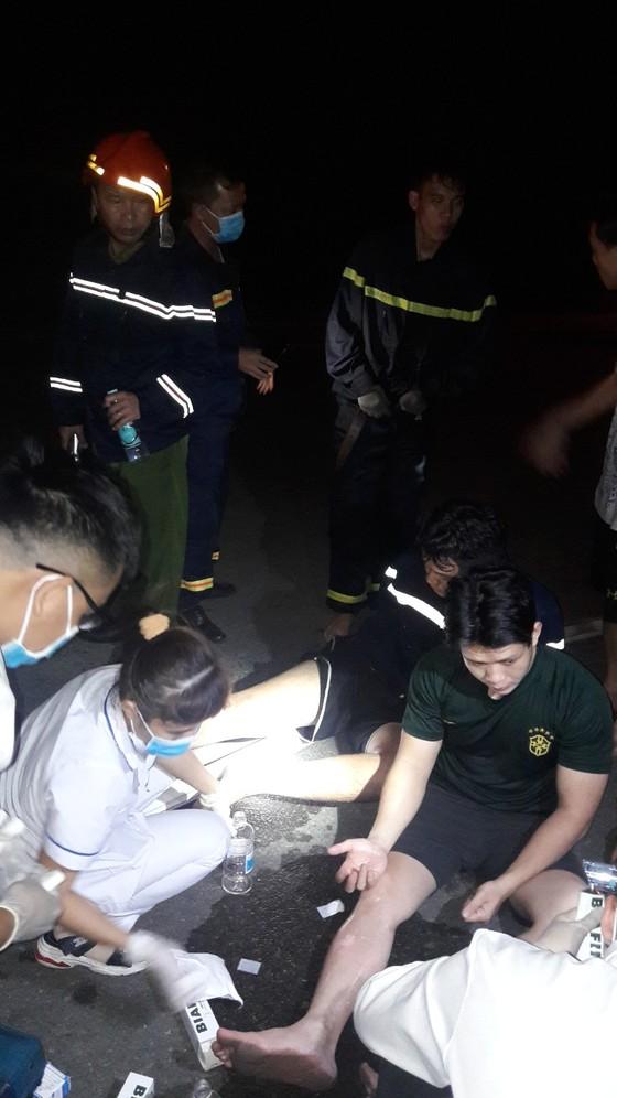 Nhiều lính cứu hoả bị thương khi chữa cháy ở Khu chế xuất Tân Thuận ảnh 4