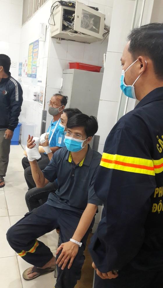 Nhiều lính cứu hoả bị thương khi chữa cháy ở Khu chế xuất Tân Thuận ảnh 6