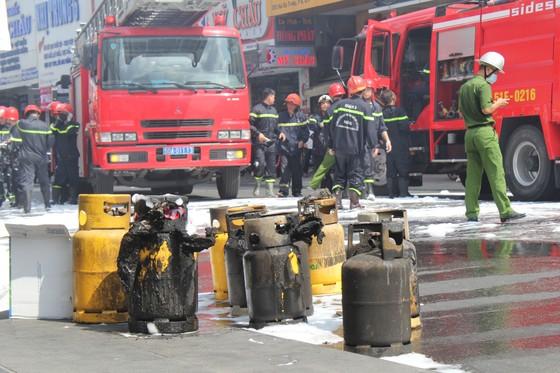 Cháy quán cơm ở quận 1, nhiều người hoảng sợ ảnh 4