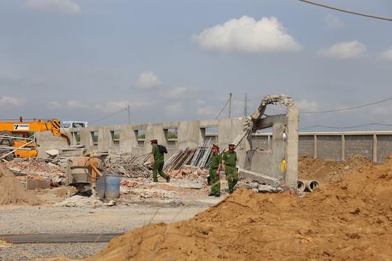 Khởi tố vụ sập tường công trình ở Trảng Bom khiến 10 người tử vong ảnh 1