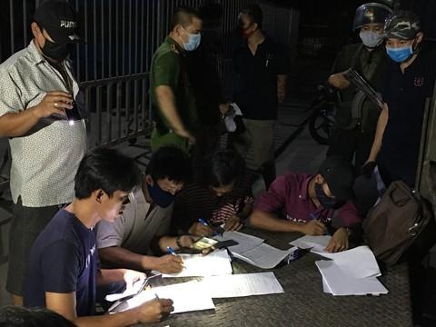 """Vụ """"xe vua"""" ở tỉnh Đồng Nai: Thu hơn 700 tấn than và phương tiện vận chuyển ảnh 2"""