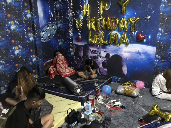 """Nhóm """"dân chơi"""" tổ chức tiệc sinh nhật bằng ma tuý ở quận Bình Tân ảnh 3"""