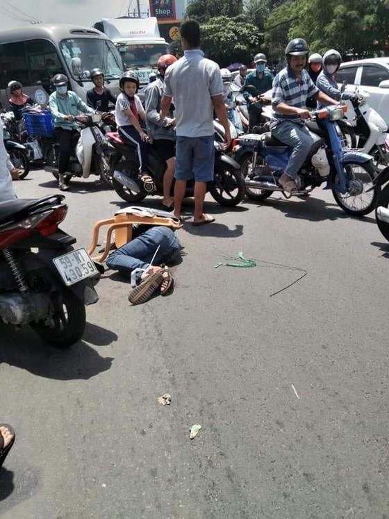 Nhóm trộm xe SH đâm 3 người bị thương khi bị vây bắt ảnh 1