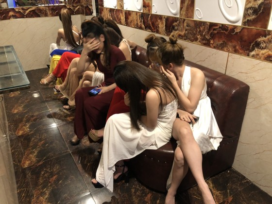 Kiểm tra 2 quán karaoke ở quận Bình Tân phát hiện 87 người dương tính với chất ma tuý ảnh 2