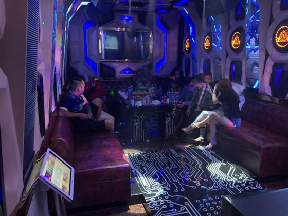 Kiểm tra 2 quán karaoke ở quận Bình Tân phát hiện 87 người dương tính với chất ma tuý ảnh 4