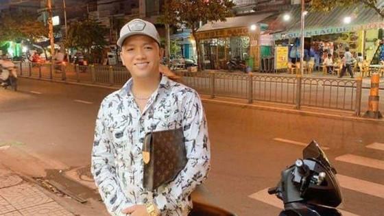 Bị can gây ra vụ 'băng áo cam' đập phá quán nhậu ở quận Bình Tân ra đầu thú ảnh 1