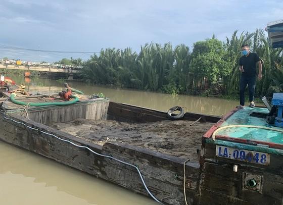 Phát hiện 2 vụ khai thác cát trái phép trên sông Tắc, quận 9 ảnh 1