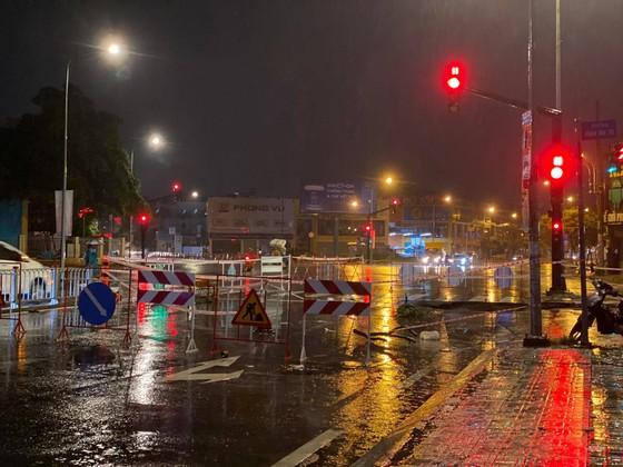 """""""Hố tử thần"""" xuất hiện trên đường phố sau cơn mưa lớn ở quận Gò Vấp ảnh 5"""