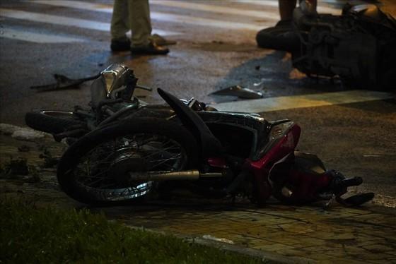 Nữ tài xế xe ô tô tông nhiều xe máy ở quận Bình Thạnh do đạp nhầm chân ga? ảnh 4