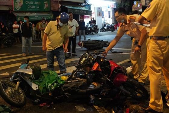 Nữ tài xế xe ô tô tông nhiều xe máy ở quận Bình Thạnh do đạp nhầm chân ga? ảnh 3