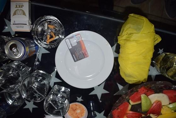 Phát hiện nhiều đối tượng sử dụng, tàng trữ trái phép chất ma túy ở nhà hàng tại quận 1 ảnh 1