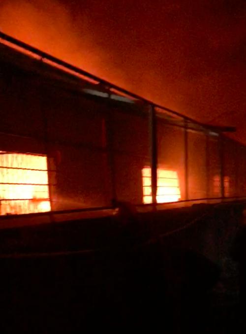 Hơn 300 chiến sĩ chữa cháy ở kho hàng trong Khu công nghiệp Tân Tạo ảnh 4