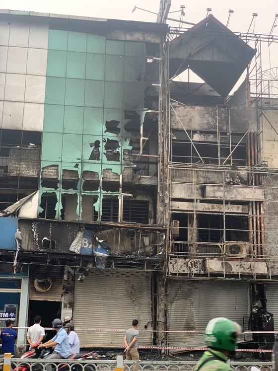 Cháy lớn lúc rạng sáng ở Gò Vấp, 2 căn nhà cùng nhiều tài sản bị thiêu rụi  ảnh 11